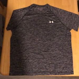 Men's Medium Under Armour loose running shirt